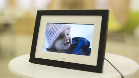 Skylight strives to be the most simple digital photo frame