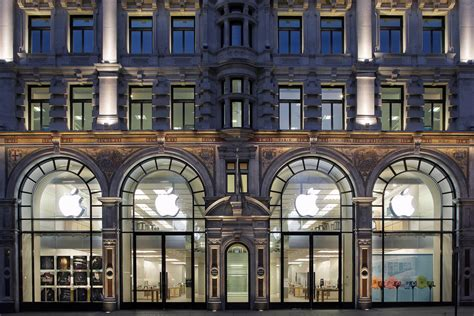 Apple gives early glimpse of redesigned Regent Street