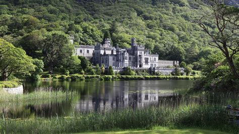 Kylemore Abbey - Incredible Place in Ireland - Boring Party