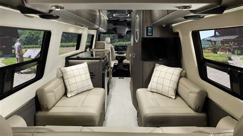 Interstate Lounge EXT   Mercedes-Benz Touring Coaches