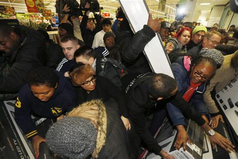 Black Friday Fights 2014: Shoppers Scramble For Holiday