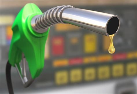 11 ways to drive fuel efficiently in SA | Wheels24